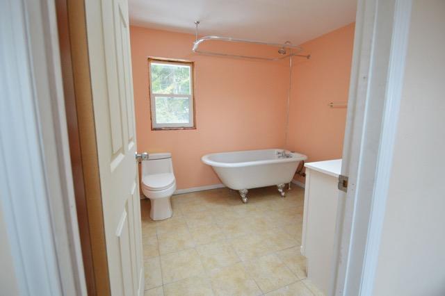 8788-hwy-6-bathroom
